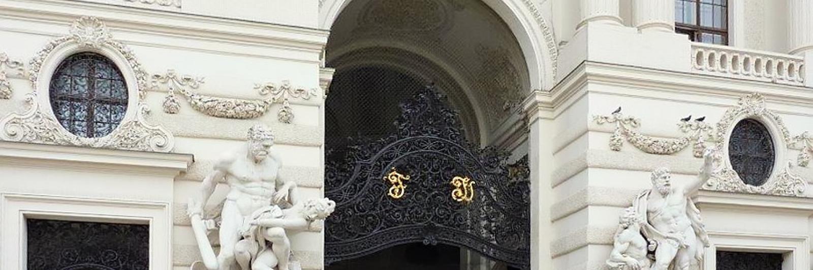 Rudolf Rengshausen: Sandstrahlen des Michaelertors bei der Wiener Hofburg, sowohl im Betrieb als auch vor Ort.