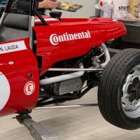 ...und der Kaimann Racer von Niki Lauda...