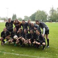 """Das Medienteam """"News-Balls"""" mit Michael Konsel (hinten, 2. von rechts), der für das Österreichische Nationalteam 43 Länderspiele bestritten hat."""