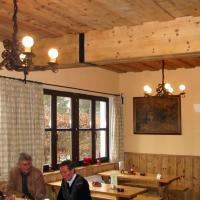 Rudolf Rengshausen: Sandstrahlen sämtlicher Holzverkleidungen, Decken, Tischfüße etc. für den Heurigen Nigl in Perchtoldsdorf