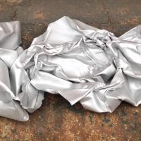 Rudolf Rengshausen: Strahlen einer Skulptur von Hans Kupelwieser mit Glasperlen